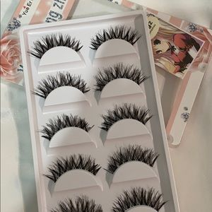 5 pairs of lashes